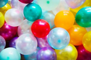 Ballons de baudruche colorés